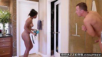 Porno tube galore com morena no banheiro