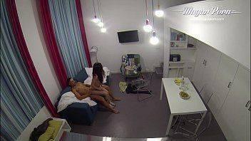 Hot sex com camera escondida para a novinha não ver que estava sendo filmada no video caseiro