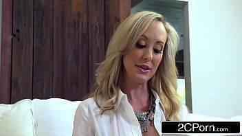 Videos de sex com madura deliciosa escolhendo novinho para lhe foder loucamente
